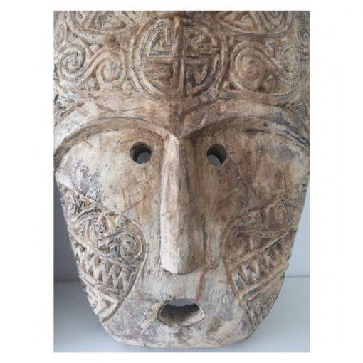 Masque bali traditionnel façonné en bois vieilli - zoom