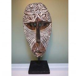 Masque balinais bi-color travaillé en bois vieilli - fond couleur