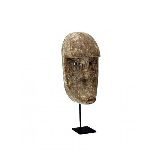 Petit masque sur socle façonné en bois
