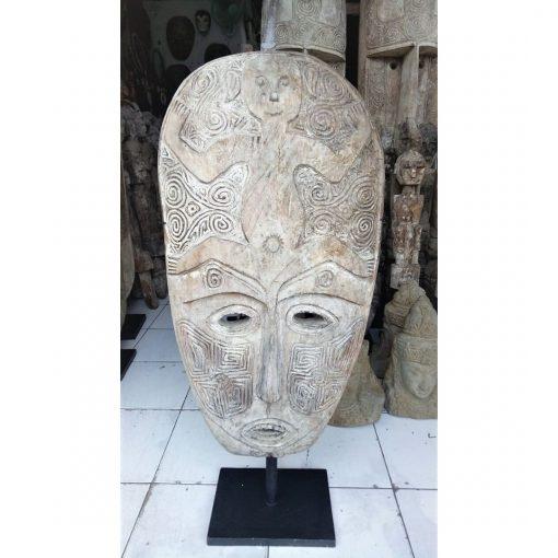 Très grand masque balinais décoratif façonné en bois vieilli - à bali
