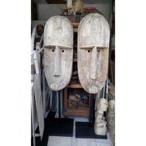 Très grand masque tribal en bois vieilli